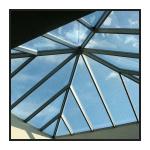 piscine, pyramide de verre